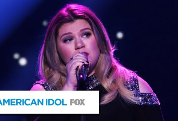 """Kelly Clarkson Performs """"Piece by Piece"""" – AMERICAN IDOL"""